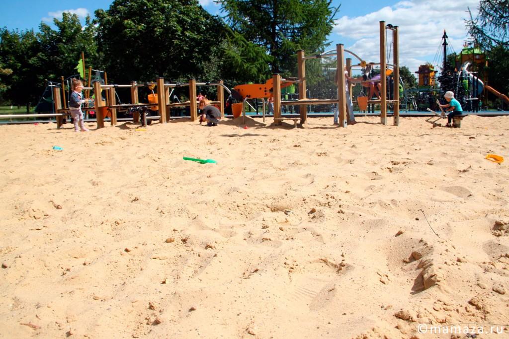 """Детские площадки в парке """"Садовники"""""""